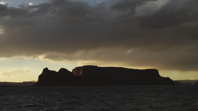 stockvideo's en b-roll-footage met ws lake powell at sunset / utah, usa - powellmeer