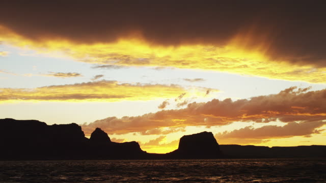 ws lake powell at sunset / utah, usa - lago powell video stock e b–roll