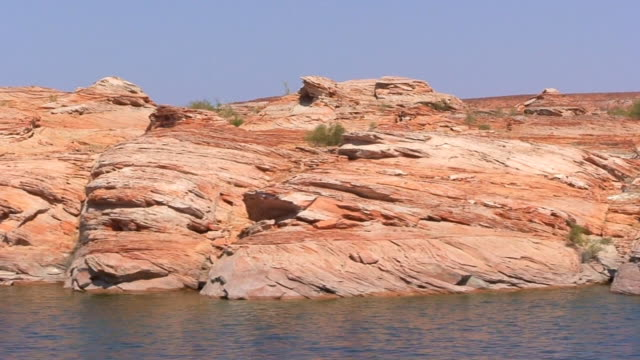 lake powell shoreline 1 - sedimentary rock stock videos & royalty-free footage