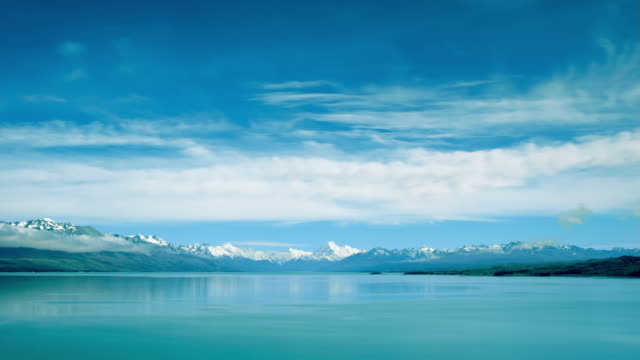 t/l, ws, lake pukaki with mount cook in background, south island, new zealand - horizont stock-videos und b-roll-filmmaterial