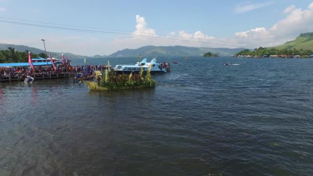 lake sentani papua. - 草葺小屋点の映像素材/bロール