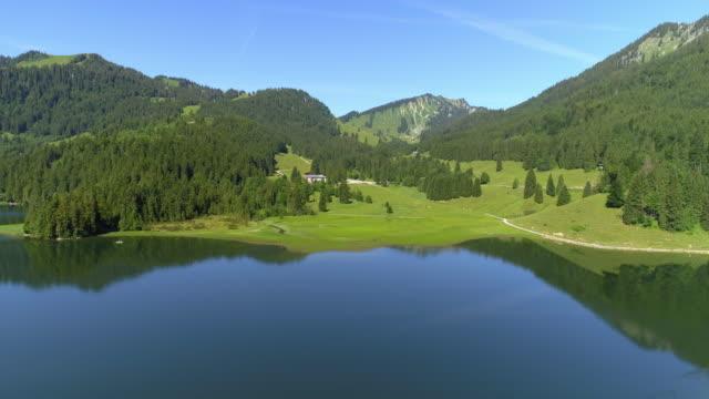 バイエルン アルプスの湖スピッチンジー - bavarian alps点の映像素材/bロール