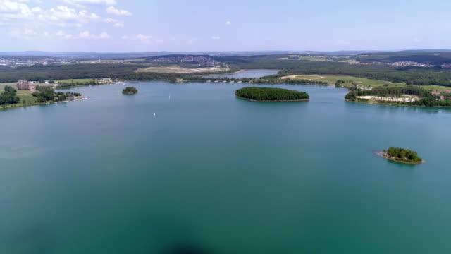 北バイエルン州のスタインベルガー湖を見る - ウェイクボーディング点の映像素材/bロール