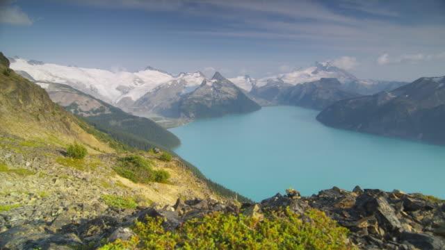ws pan ha lake surrounded by snow capped mountains, garibaldi provincial park, squamish, british columbia, canada - garibaldi park stock videos & royalty-free footage