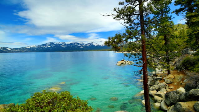vídeos de stock e filmes b-roll de lake tahoe : 4k - sierra nevada da califórnia