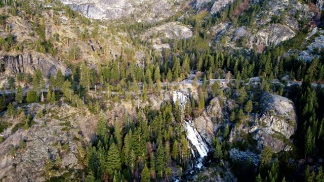 vídeos de stock e filmes b-roll de lake tahoe travel destination - aerial drone view of eagle falls - sierra nevada da califórnia