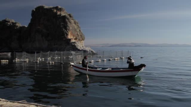 lake titicaca - 草葺小屋点の映像素材/bロール