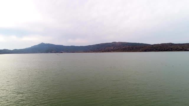 lake view from drone - ネイチャーズウィンドウ点の映像素材/bロール