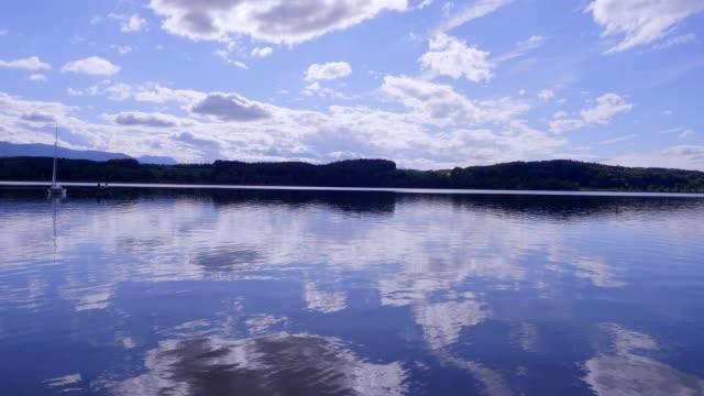 夏のバイエルン湖「ワジンジャー・シー」 - ベルヒテスガーデナーランド点の映像素材/bロール