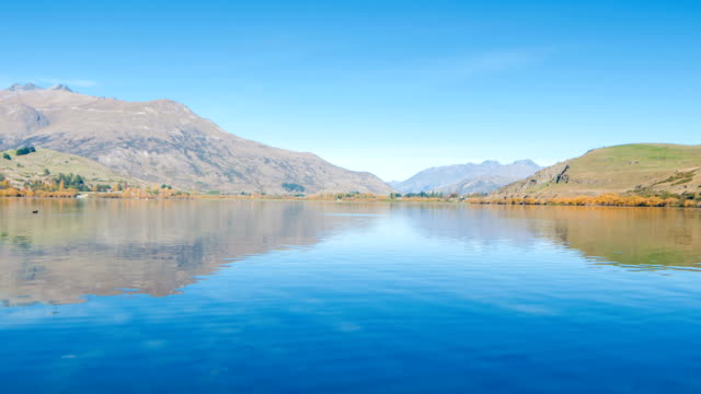 vidéos et rushes de lake wanaka et de hayes à l'automne - mont aspiring