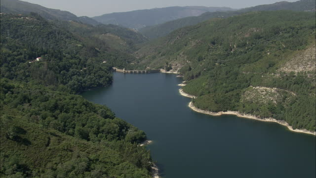 aerial ws lake with barragem de salamonde dam / venda nova, vila real, portugal - portugal stock videos & royalty-free footage