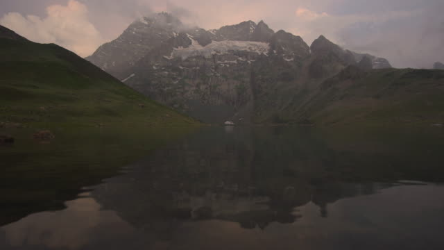 lake with mountain reflected in the water - simmetria video stock e b–roll