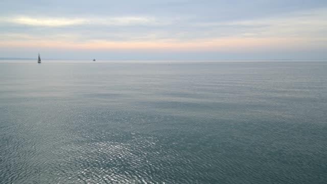 lake with sailing ship, garda, lake garda, lago di garda, veneto, italy - lago stock videos & royalty-free footage