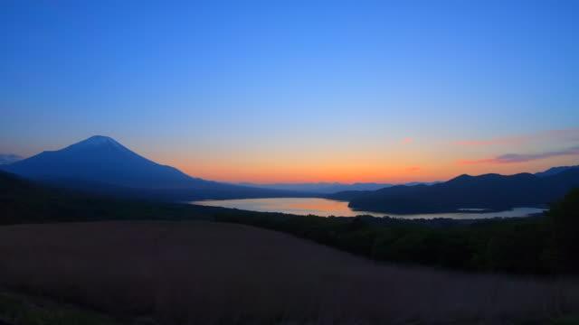 lake yamanaka and mt fuji - satoyama scenery stock videos & royalty-free footage