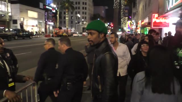 vídeos de stock, filmes e b-roll de lakeith stanfield and xosha roquemore outside the jokerpremiere at tcl chinese theatre in hollywood in celebrity sightings in los angeles on - tcl chinese theatre