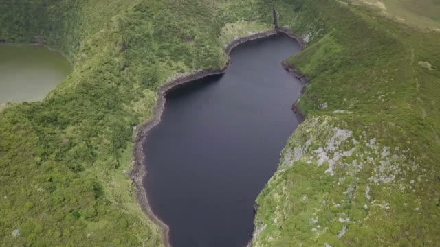 フローレス、ラゴア comprida アゾレスの島の湖 - アゾレス諸島点の映像素材/bロール