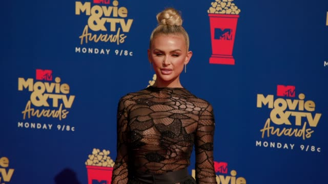 lala kent at the 2019 mtv movie & tv awards at barkar hangar on june 15, 2019 in santa monica, california. - mtvムービー&tvアワード点の映像素材/bロール