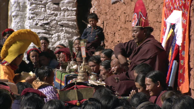 vídeos y material grabado en eventos de stock de cu td lama praying at saldang gompa monastery at tibetan buddhist ceremony / saldang village, high himalayas, upper dolpo near tibetan border, nepal - lama