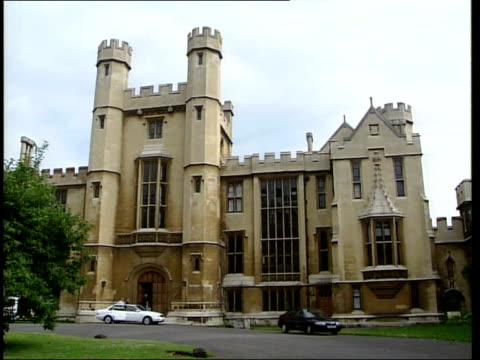 london lambeth palace ext/itn lambeth palace / traffic along past lambeth palace / flag flying at halfmast over building / gvs palace - lambeth stock-videos und b-roll-filmmaterial