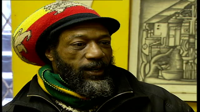 rastafarian squatter loses legal battle; england: london: lambeth: ext rastafarian squatter george james from building he has been occupying for the... - ボブ・マーリー点の映像素材/bロール