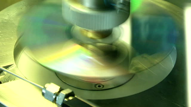 stockvideo's en b-roll-footage met dvd/cd laminating - dvd