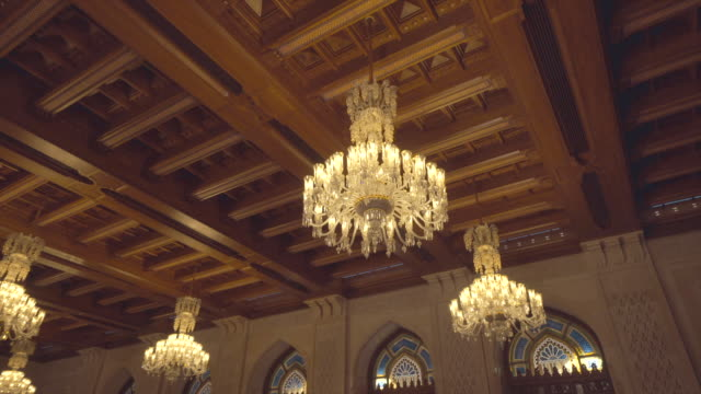 vídeos y material grabado en eventos de stock de lámparas en la vieja estructura de omán - palacio interior
