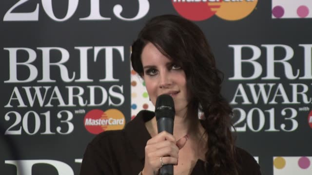 vidéos et rushes de lana del rey on how it feels to win an award for international female solo artist at the brit awards 2013 winners room at the o2 arena, london on the... - interview format raw