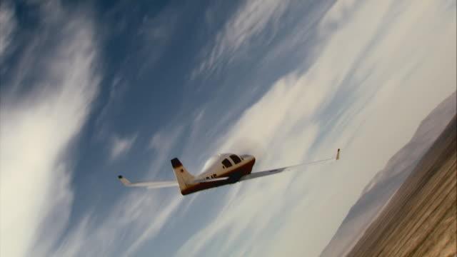 air to air, lancair flying over mojave desert, california, usa - プロペラ機点の映像素材/bロール