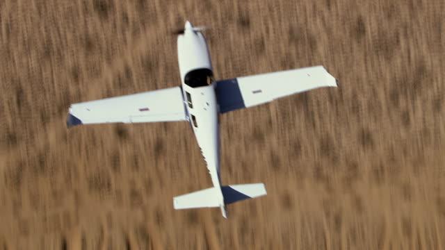 air to air, ms, lancair flying over mojave desert, overhead view, california, usa - プロペラ機点の映像素材/bロール