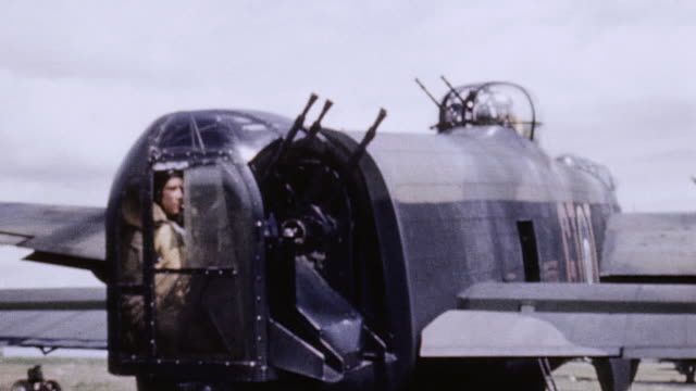 lancaster tail gunner rotating turret and tracking machine guns - lancaster bomber stock videos & royalty-free footage