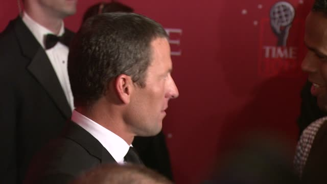 lance armstrong at the time's 100 most influential people in the world at jazz at lincoln center in new york new york on may 8 2008 - ランス・アームストロング点の映像素材/bロール