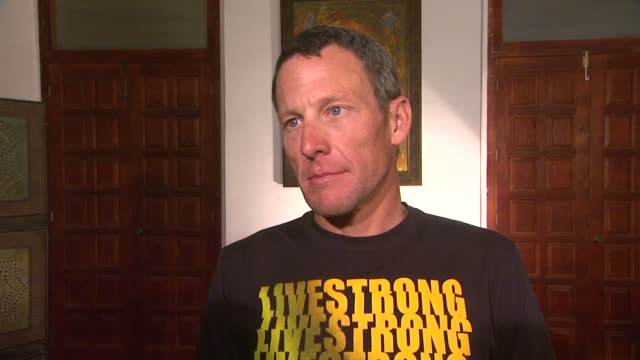 lance armstrong on livestrong day at mex lance armstrong is the surprise guest of honor and leads the ride at the durango to mazatlan bike event on... - ランス・アームストロング点の映像素材/bロール