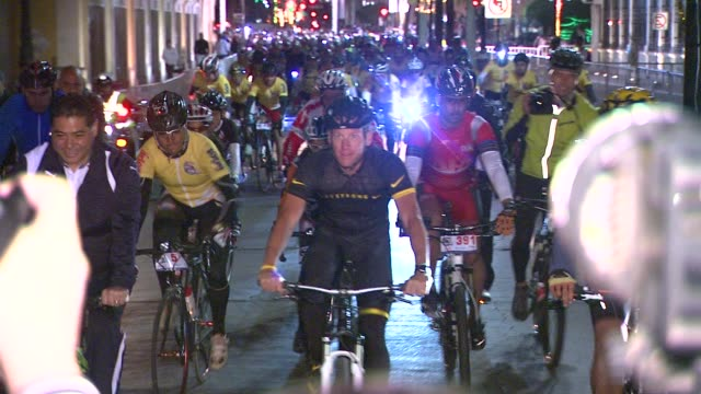 lance armstrong riding at mex lance armstrong is the surprise guest of honor and leads the ride at the durango to mazatlan bike event on 9/20/12 in... - ランス・アームストロング点の映像素材/bロール