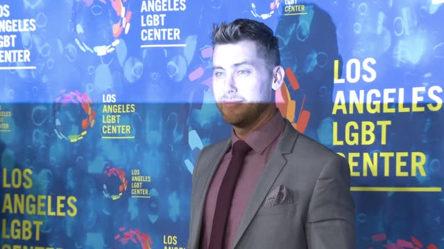 stockvideo's en b-roll-footage met lance bass and michael turchin at the los angeles lgbt center's 47th anniversary gala vanguard awards at pacific design center on september 24 2016... - anniversary gala vanguard awards
