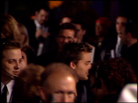 vídeos de stock e filmes b-roll de lance bass at the bmg grammy awards party at miracle mile wilshire in los angeles, california on february 21, 2001. - milagres