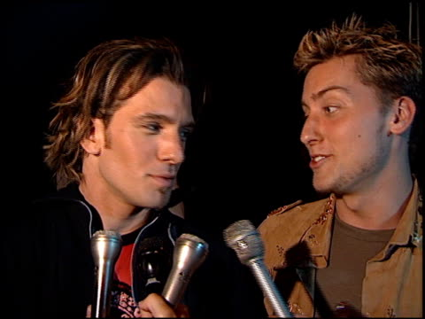 vídeos de stock, filmes e b-roll de lance bass at the 'n sync celebrity album party at moomba in west hollywood california on july 23 2001 - n sync