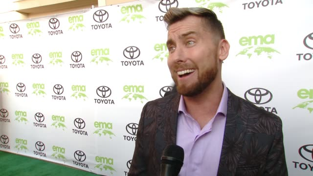 vidéos et rushes de lance bass on how did you get involved with ema, on why is it important for you to align yourself with ema, on what steps do you take to live a green... - environmental media awards