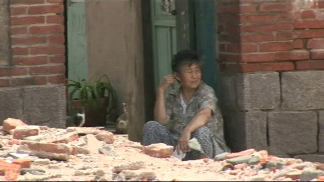 land disputes and forced evictions ext woman sitting in doorway of demolished house general views of demolished housing settlement including... - 立ち退き点の映像素材/bロール