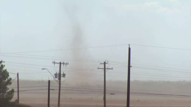vídeos y material grabado en eventos de stock de land spout or dust devil and front edge of haboob sand storm blowing across outskirts of tucson, arizona, usa. - vendaval de polvo