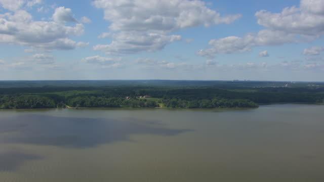 ws aerial pov land surrounding mount vernon with potomac river in foreground / fairfax county, virginia, united states - バージニア州マウントヴァーノン点の映像素材/bロール