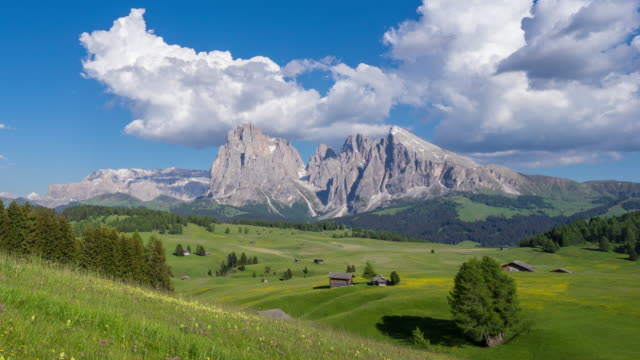 landcape of alpe di siusi, dolomite, italy - seiser alm stock videos & royalty-free footage