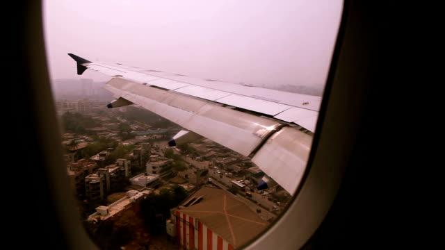 vidéos et rushes de atterrissage avion - hublot