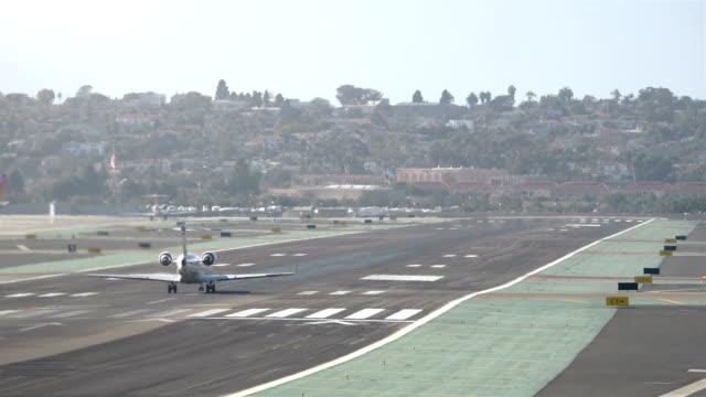 Landing airplane Jet in California 4K