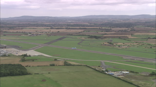 landing at durham tees valley airport - darlington north east england stock videos & royalty-free footage