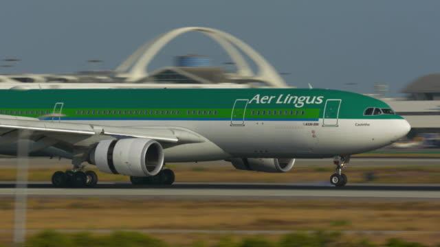 landing at lax - landing touching down stock videos & royalty-free footage