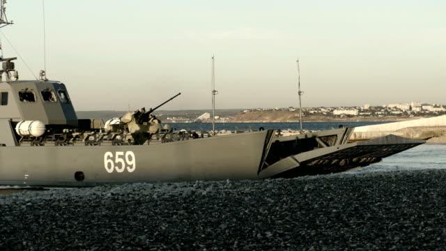 landing on the coast - amphibious vehicle stock videos & royalty-free footage