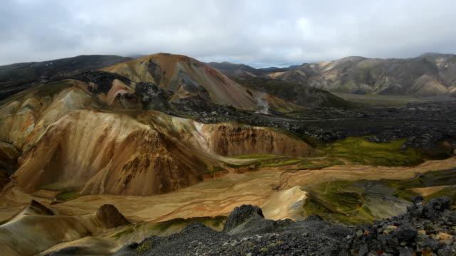 vídeos de stock, filmes e b-roll de landmannalaugar islândia - islândia central
