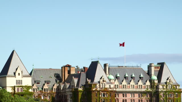 landmark empress hotel in victoria bc - カナダ ビクトリア市点の映像素材/bロール