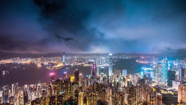 vidéos et rushes de landmark high up night view of hong kong city and victoria harbour - victoria peak