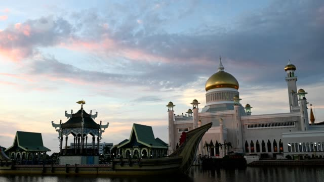 landmark of brunei omar ali saifuddien mosque - brunei stock videos & royalty-free footage